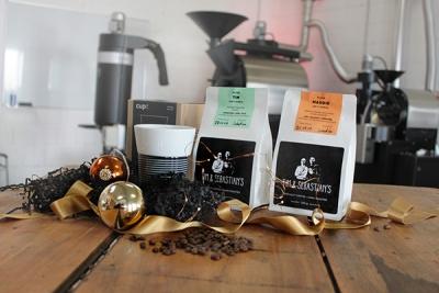 Tim und Sebastians Weihnachtsgeschenk Kaffeebohnen Tim und Maddie